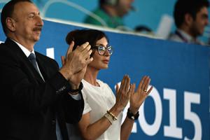 Ильхам Алиев с супругой Мехрибан Алиевой Фото: Владимир Астапкович / РИА Новости